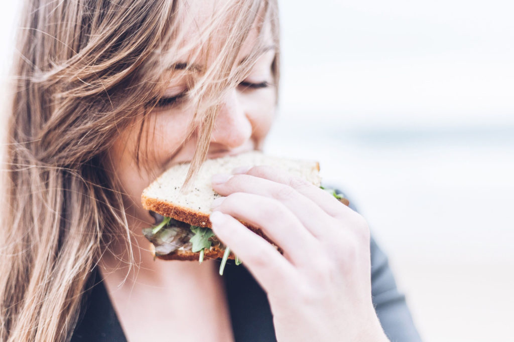 How to reduce bloating. Eat your food thoroughly